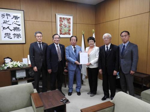 地域の事業者の声を行政機関等へ提言要望しています。(栃木市への提言要望活動)